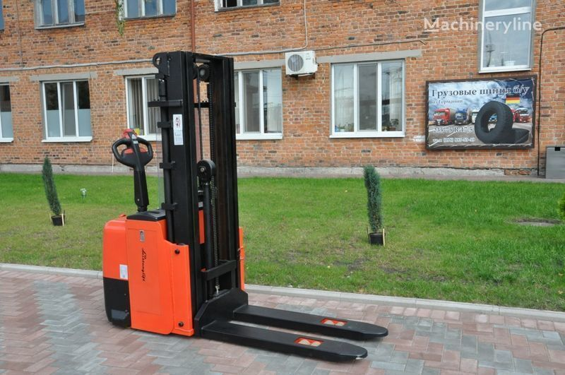 нов стакер Leistunglift WS1243T