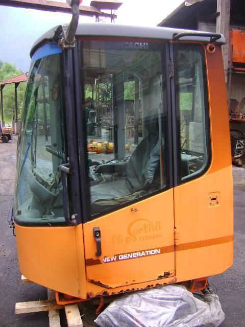 кабина за челен товарач FIAT-HITACHI W 230