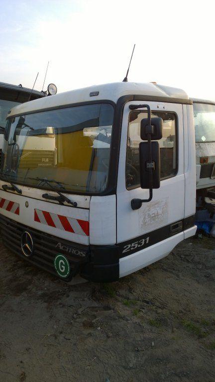 кабина за камион MERCEDES-BENZ Actros Budowlana dzienna 11500 zl