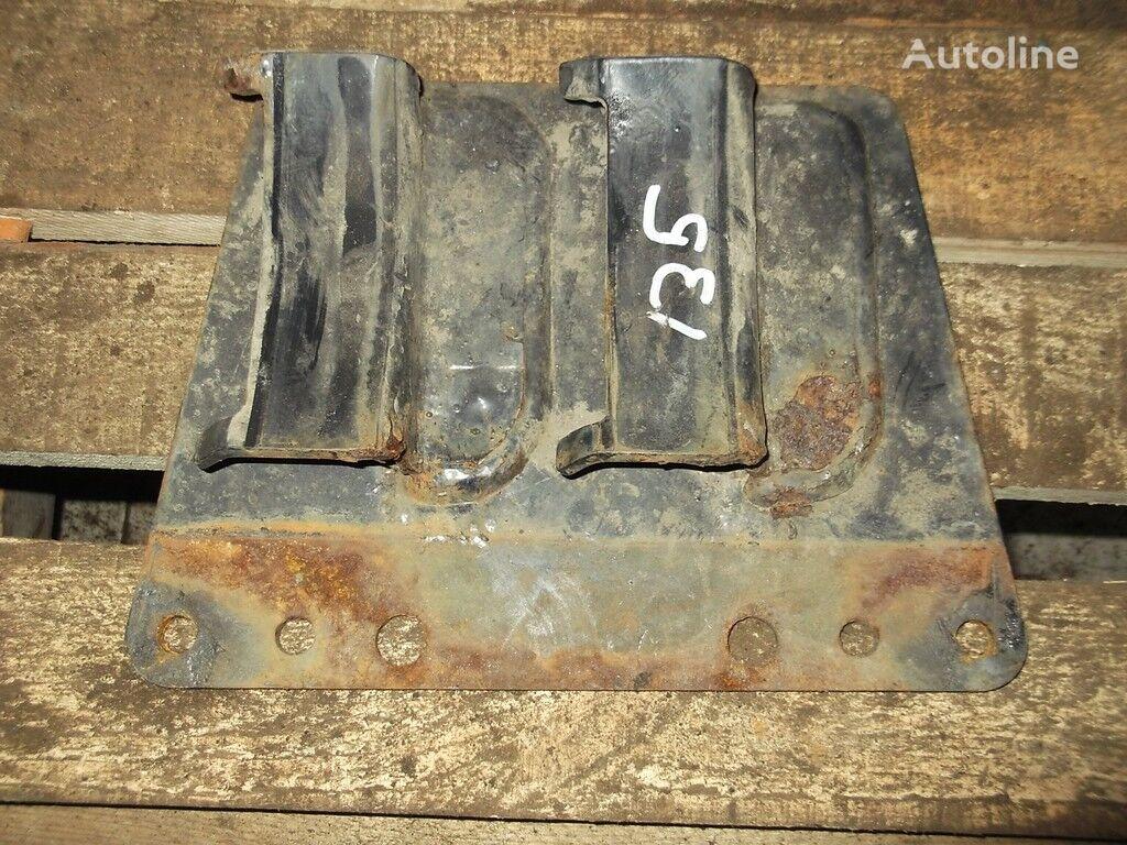 крепежни елементи  Кронштейн рессивера за камион