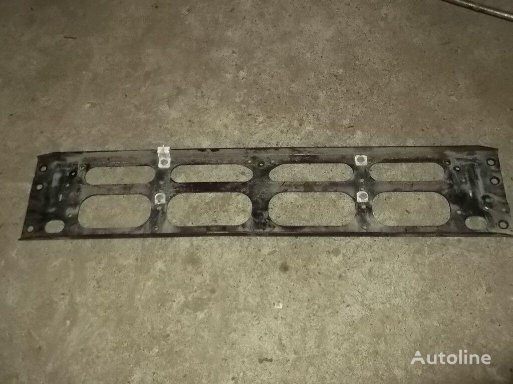 крепежни елементи  Крепеж решетки радиатора Volvo за камион