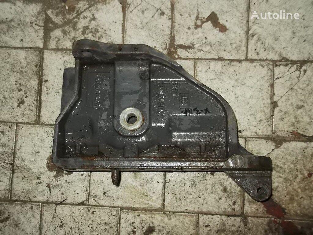 крепежни елементи  Кронштейн рессоры RH Renault за камион