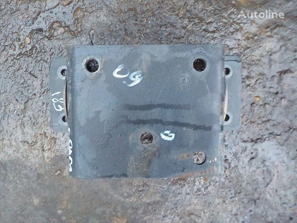 крепежни елементи  Iveco Кронштейн осушителя за камион