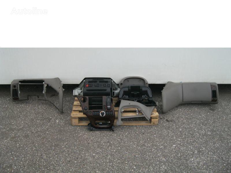 облицовка  WYPOSAŻENIE WNĘTRZA KABINY SSC за влекач DAF XF 105