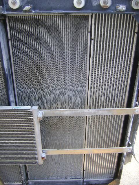 охлаждане на двигателя радиатора за багер NEW HOLLAND E 385 B