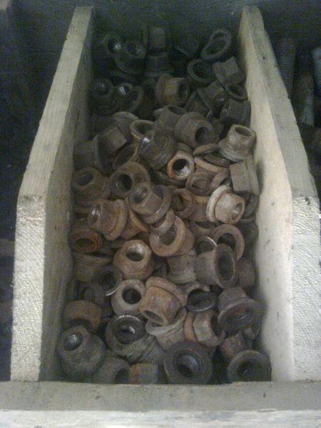 резервни части  Гайки калёсные за полуремарке