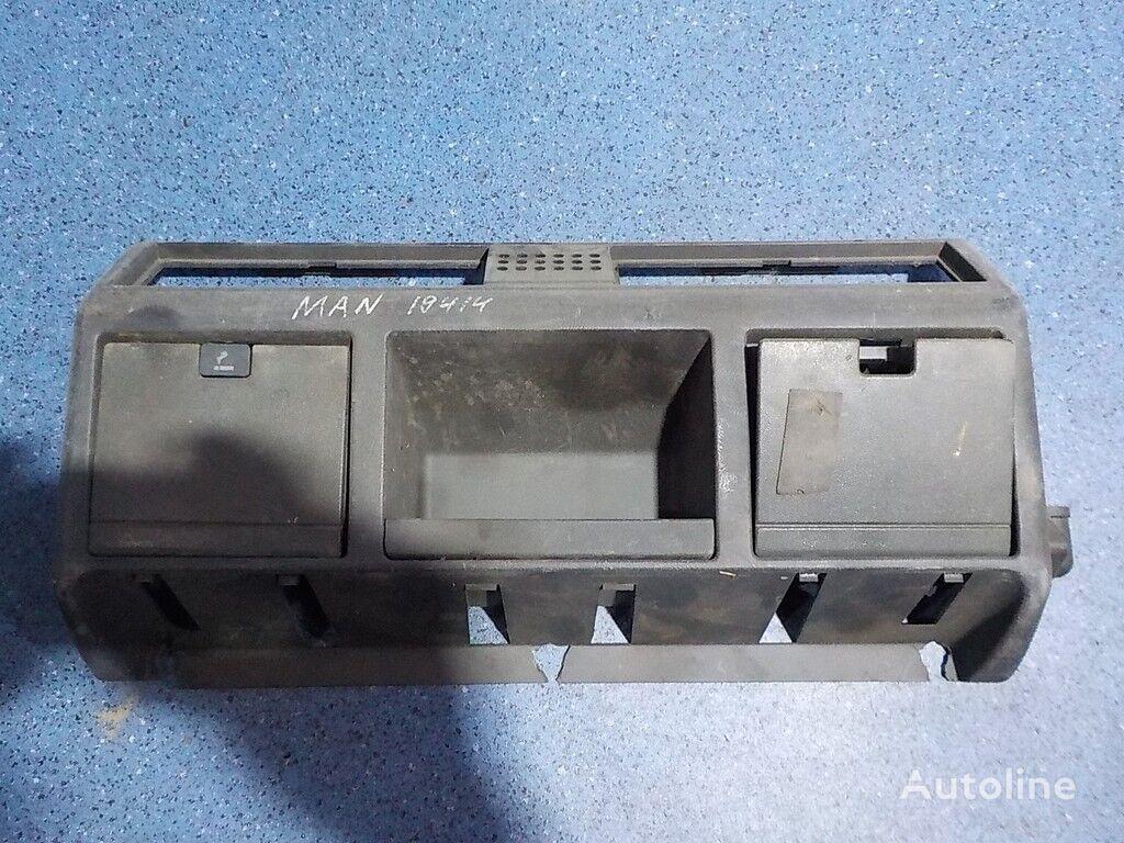 резервни части  Кожух облицовочный передней панели MAN за камион