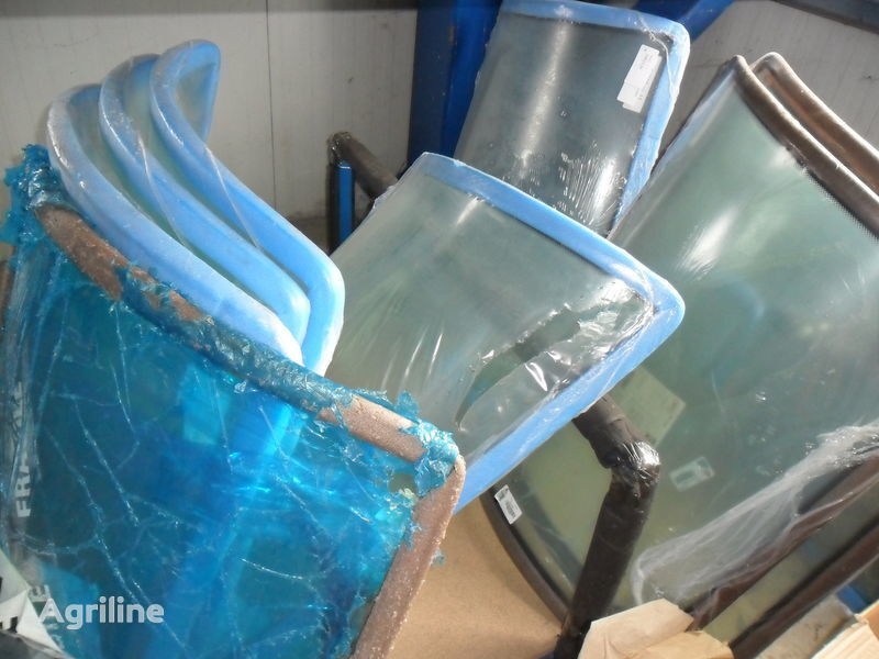 ново стъкло за трактор MASSEY FERGUSON 3080-3125-3655-3690-8130-81606465-6480-7465-7480-8250