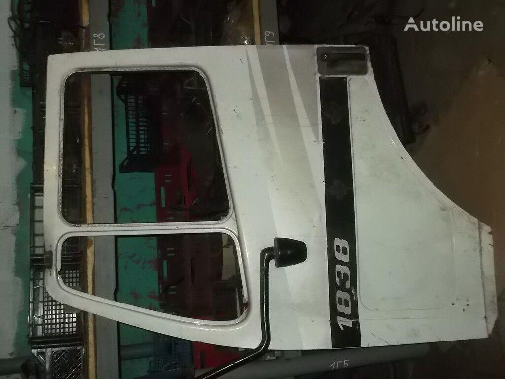 врата  передняя LH Mercedes Benz за камион