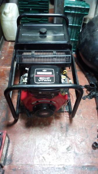 генератор SDMO Briggs&Stratton Vanguard 570ccm 20HP V Twin
