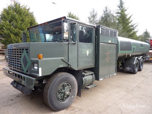 камион цистерна за горива Oshkosh aircraft refueler