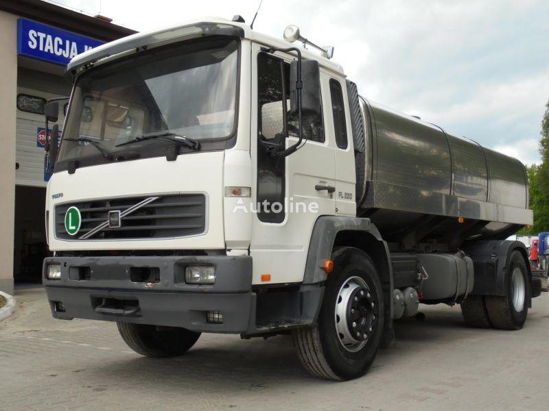 камион млековоз VOLVO FL 220