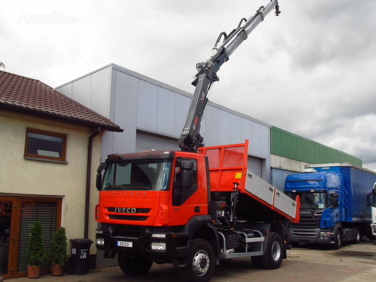 камион самосвал IVECO TRAKKER 360 EEV 4x4 *2011* TIPPER + HIAB 144 HI DUO 10m-1300kg