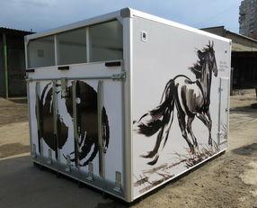 нов камион за превоз на коне ИСТОК