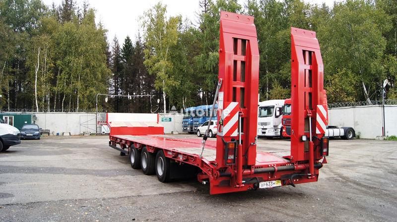 нов полуремарке ниска товарна площадка GRUNWALD Triaxial low bed semitrailer