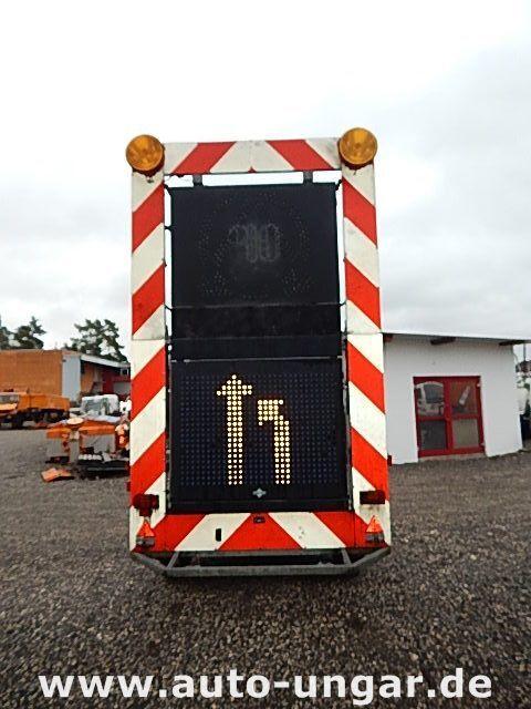 бордово ремарке SCHMITZ CARGOBULL Schiffner &amp Verkehrsleittafel LED