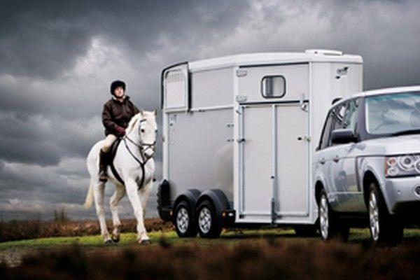 ремарке за превоз на коне IFOR Williams HB511