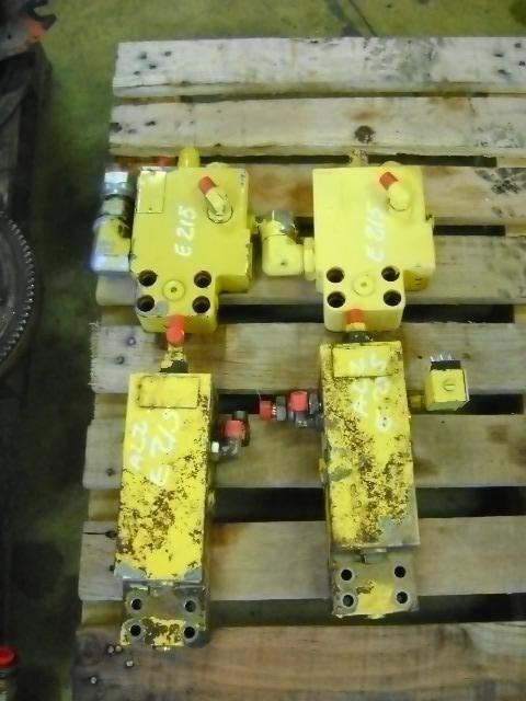 клапан NEW HOLLAND Block Valve за багер NEW HOLLAND E 215