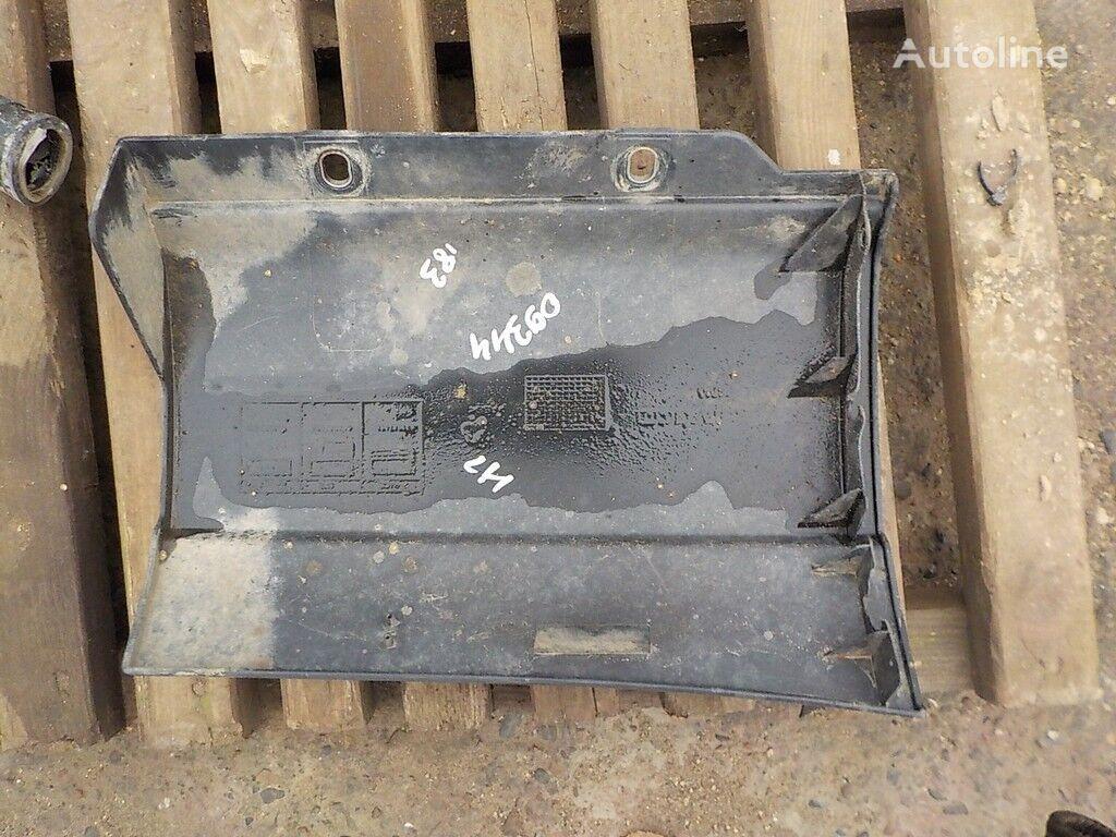 крепежни елементи  Накладка подножки LH за камион IVECO