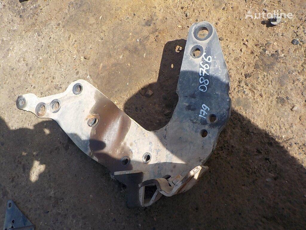 крепежни елементи  Кронштейн бампера RH за камион SCANIA
