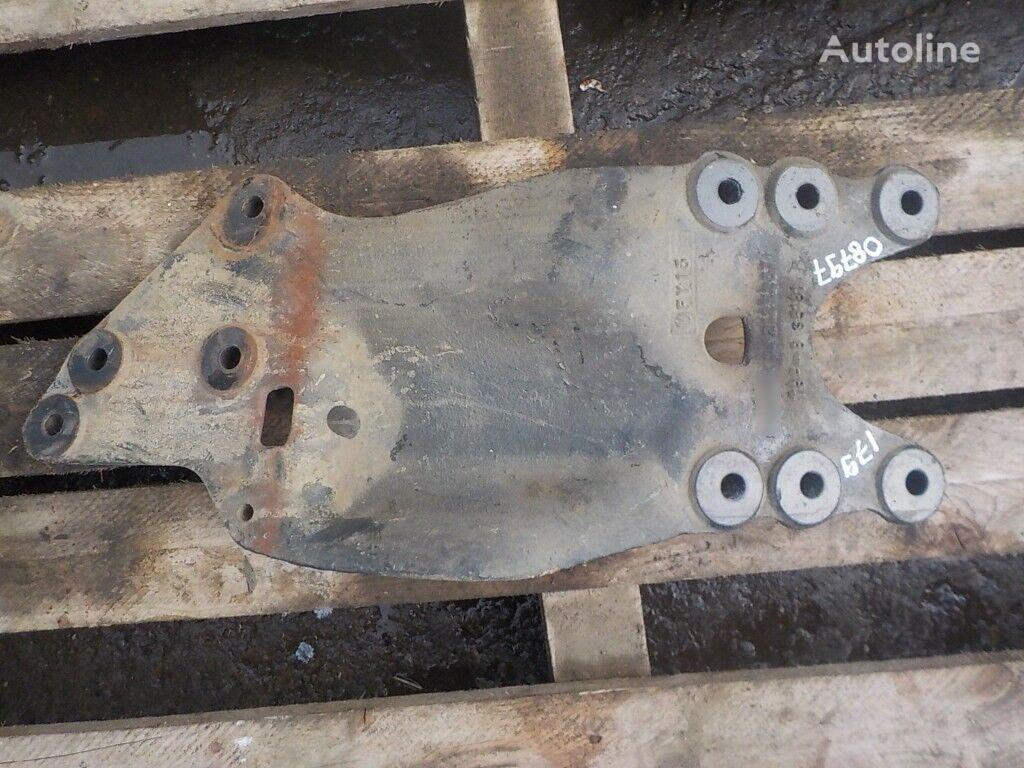 крепежни елементи  Кронштейн отводной трубы за камион SCANIA