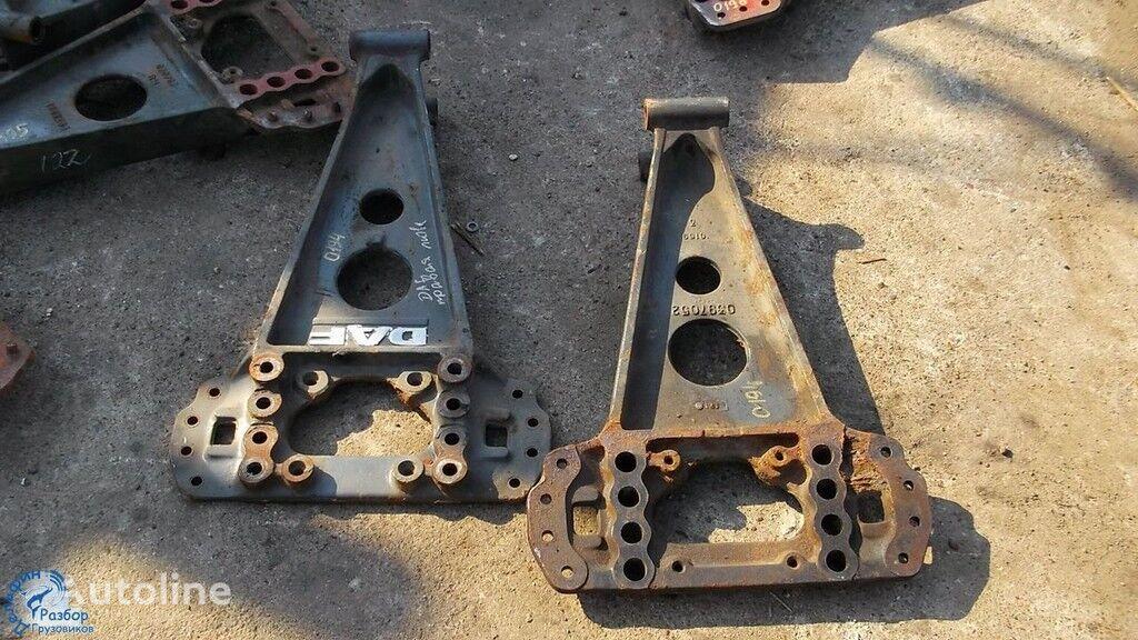 крепежни елементи Кронштейн реактивной тяги за камион