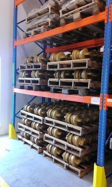 нов опорен валяк HITACHI цепь, направляющие колеса за багер HITACHI 120,130,135,160,180,200,210,225,240,250,300,330,350