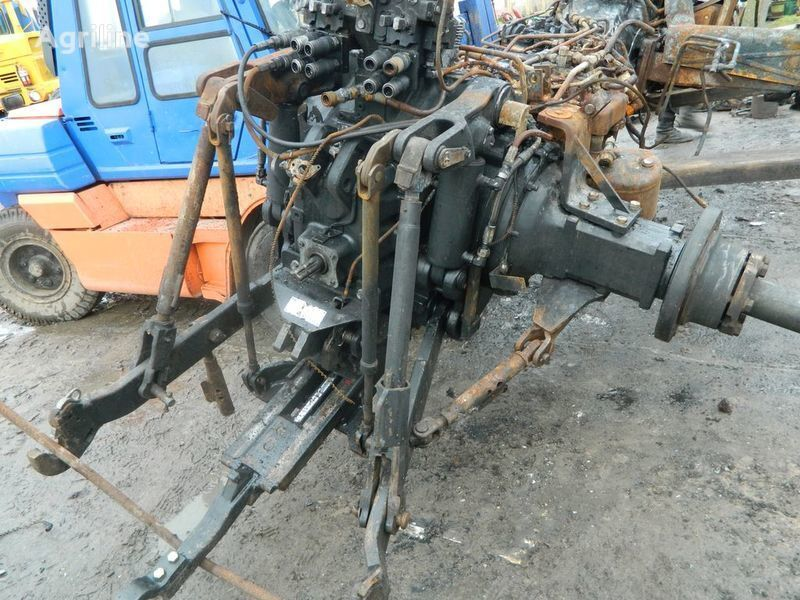 резервни части б/у запчасти / used spare parts NEW HOLLAND за трактор NEW HOLLAND T7030