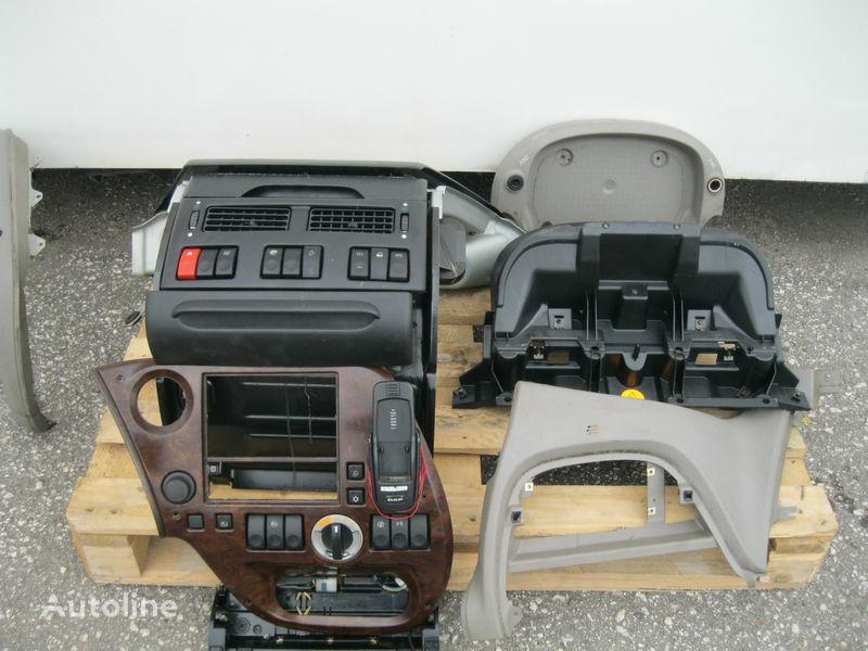 табло с уреди за влекач DAF XF 105