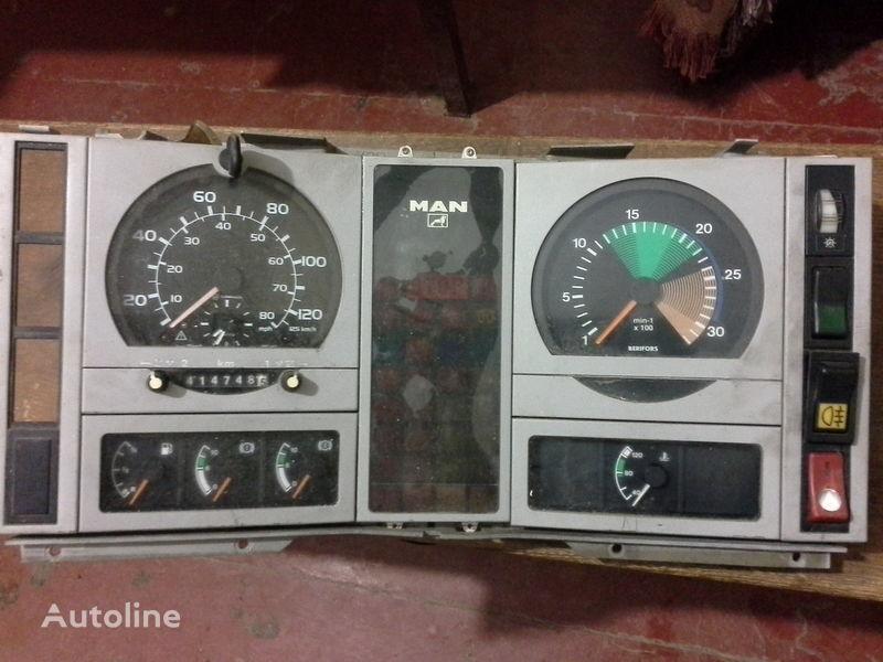 табло с уреди MAN за камион MAN  L2000