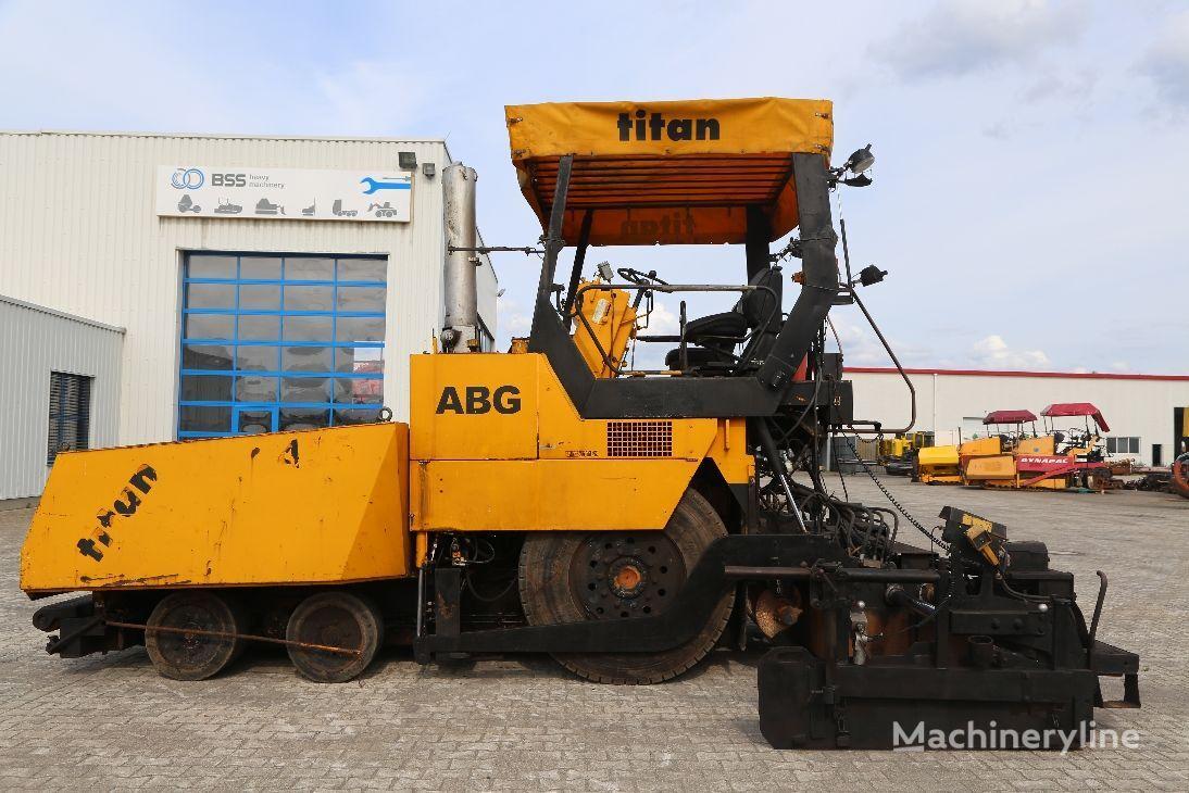 колесен асфалтополагач ABG Titan 455