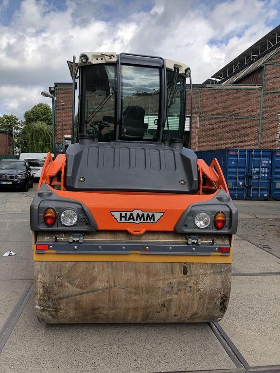 пътен валяк HAMM HD 110+