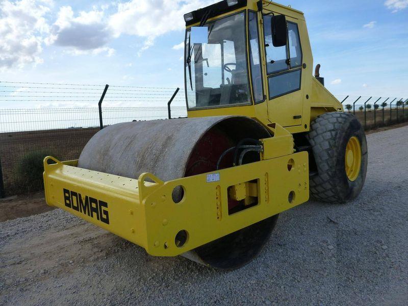 валяк за почва BOMAG BW211D-3