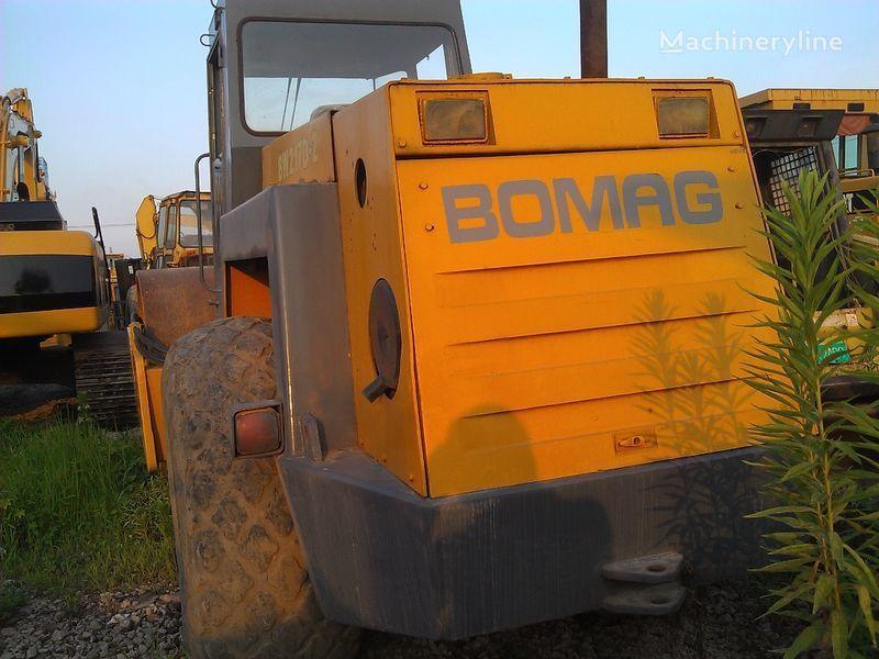 валяк за почва BOMAG BW217D-2