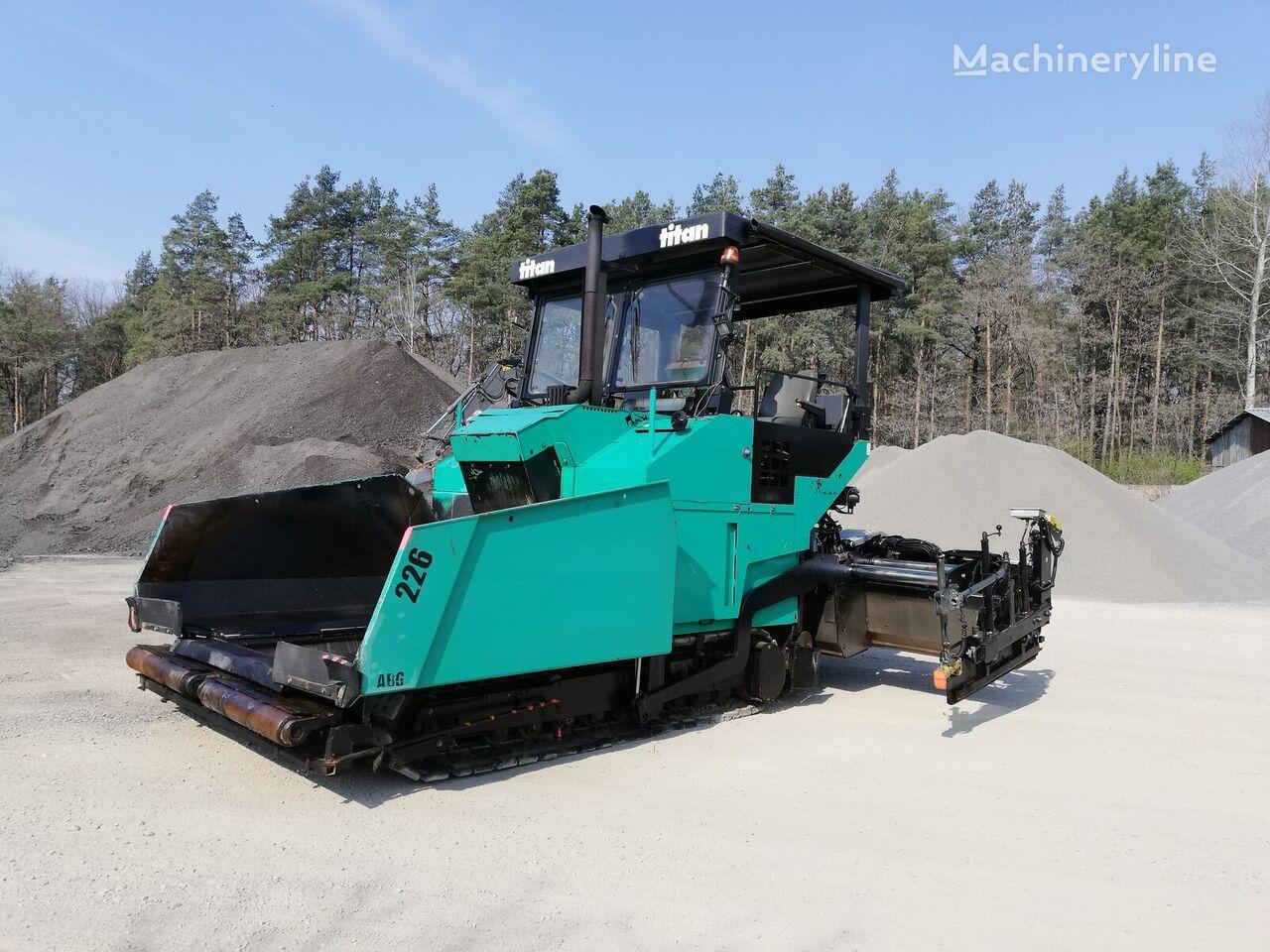 верижен асфалтополагач ABG Titan 226